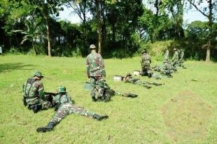 Prajurit Yonif 511/DY Digembleng Latihan Menembak