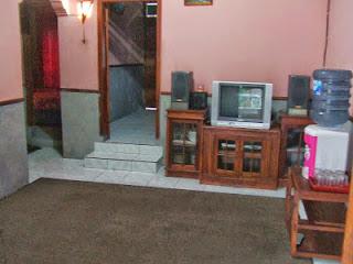 ruang kereluarga villa ciater