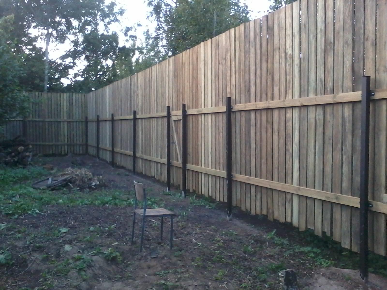 как построить забор на даче недорого фото деревянный