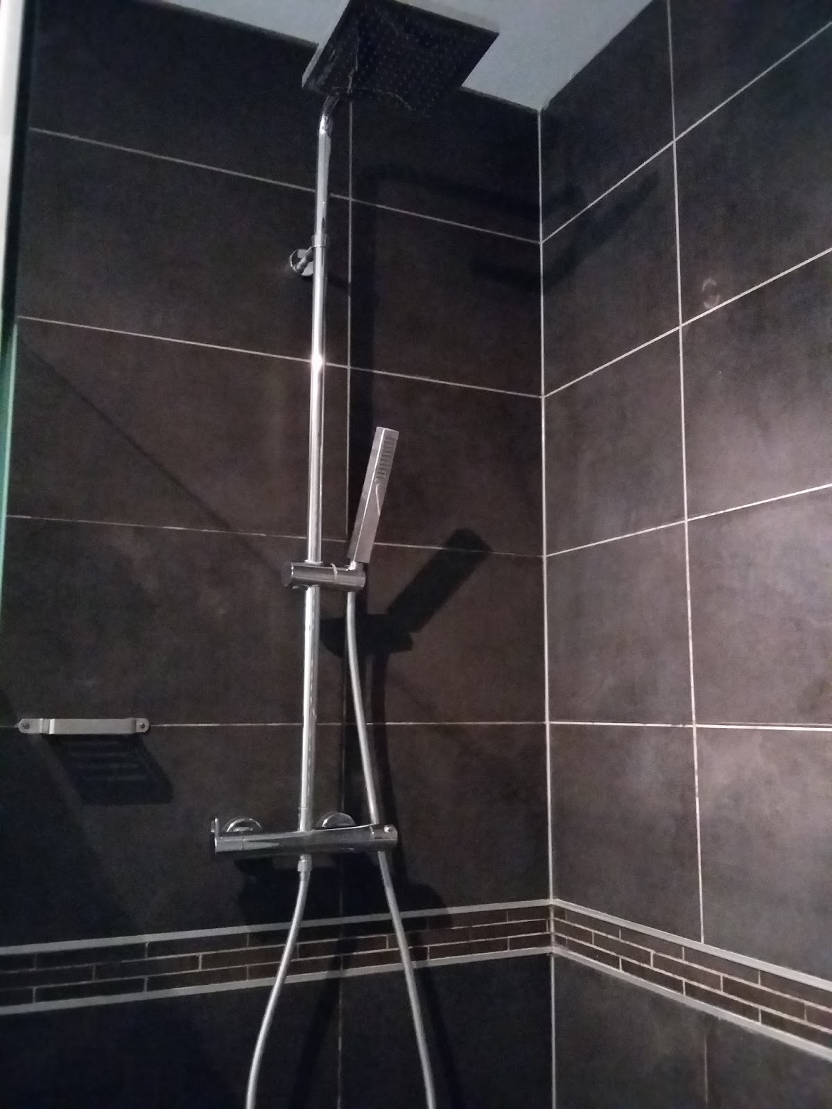 Bricolage de l 39 id e la r alisation douche l 39 italienne carrel e design for Pose carrelage douche a l italienne