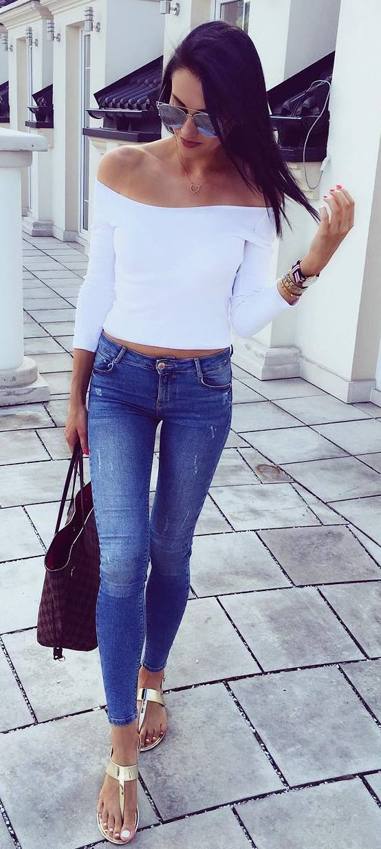 trendy outfit: top + skinny jeans