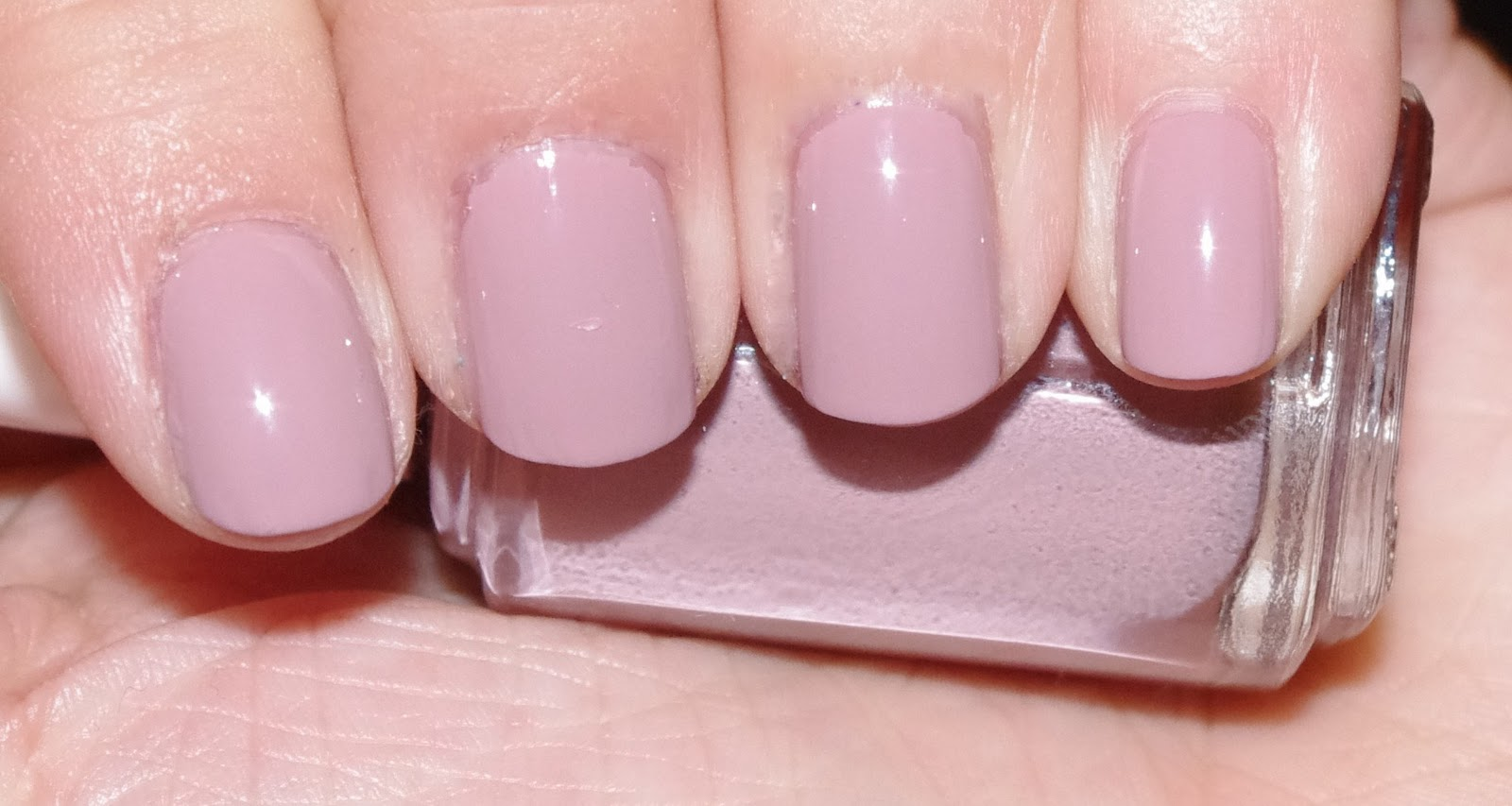 1f3a741363 My little world of polish by Lily Nail: Essie lady like
