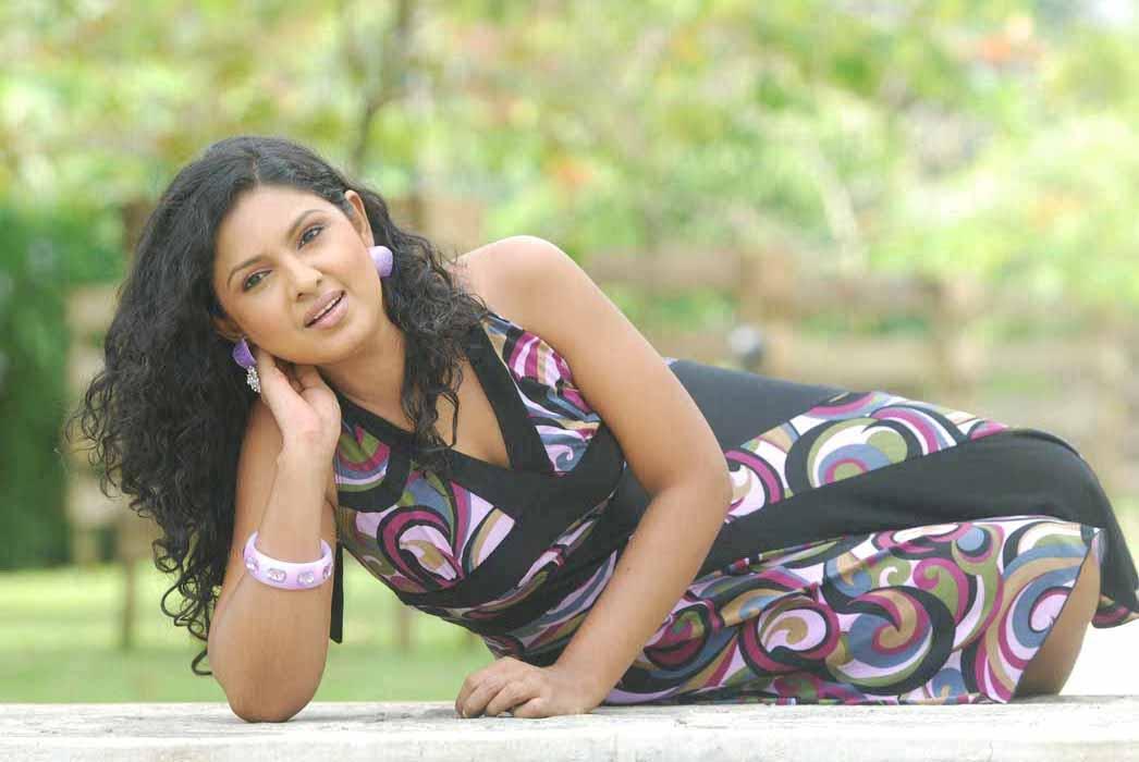 srilankan-hot-girls-photos-naked-mirror