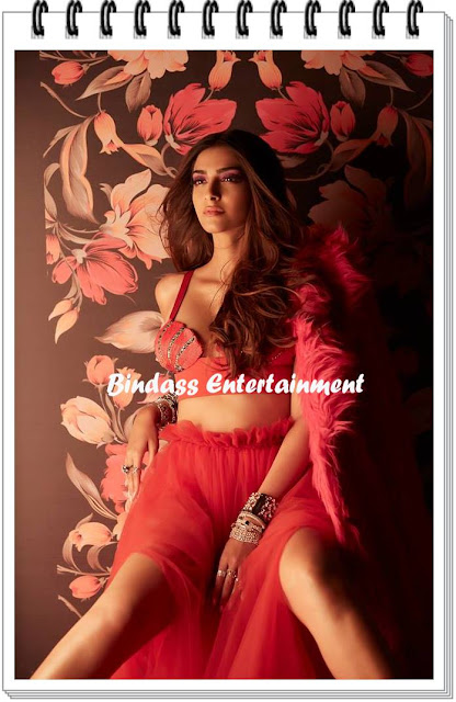 Hot-Unseen-Images-of-Sonam-Kapoor-4