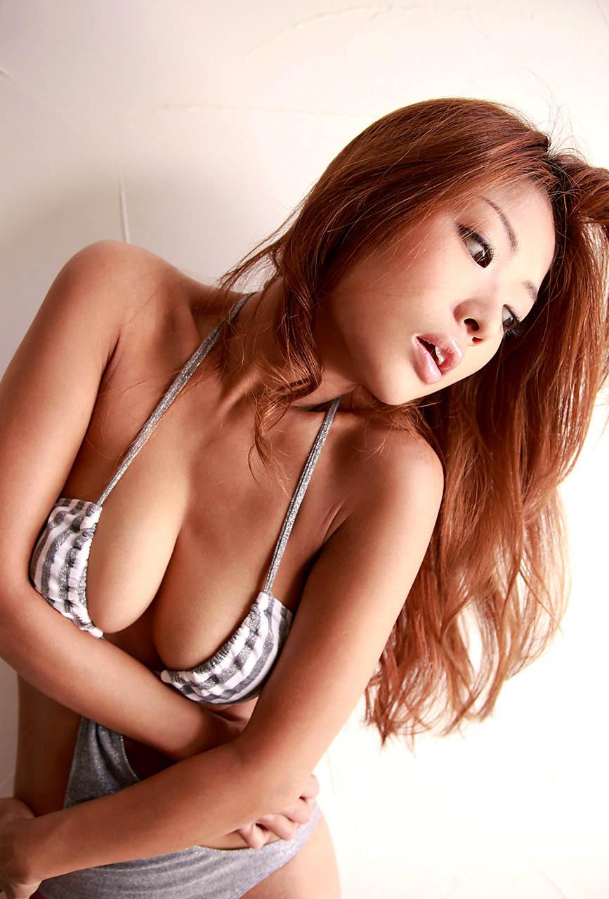 kana tsugihara sexy bikini pics 02