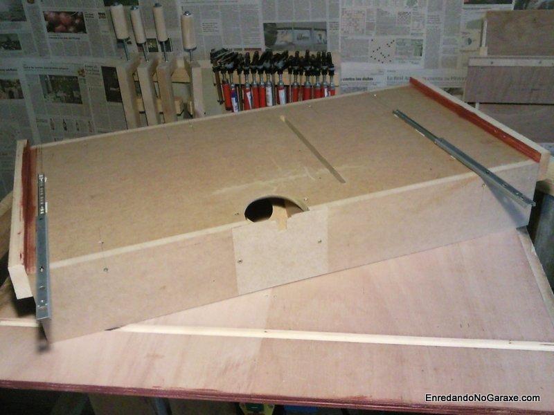 Parte inferior de la guía doble deslizante. enredandonogaraxe.com