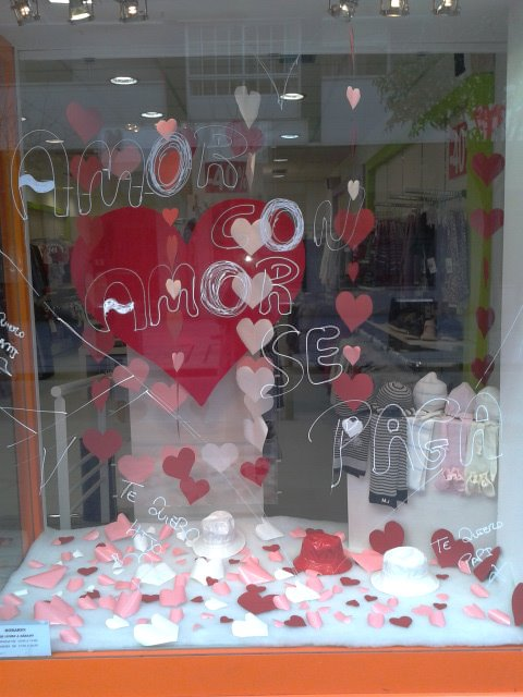 Decoration42 decoracion escaparate san valentin for Decoracion san valentin