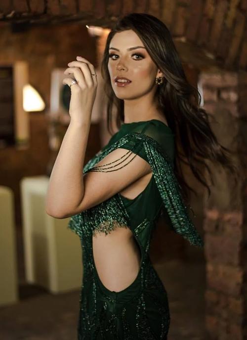 vestido verde franjas