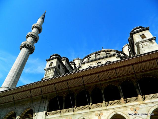 Fachada da Mesquita Nova, em Istambul