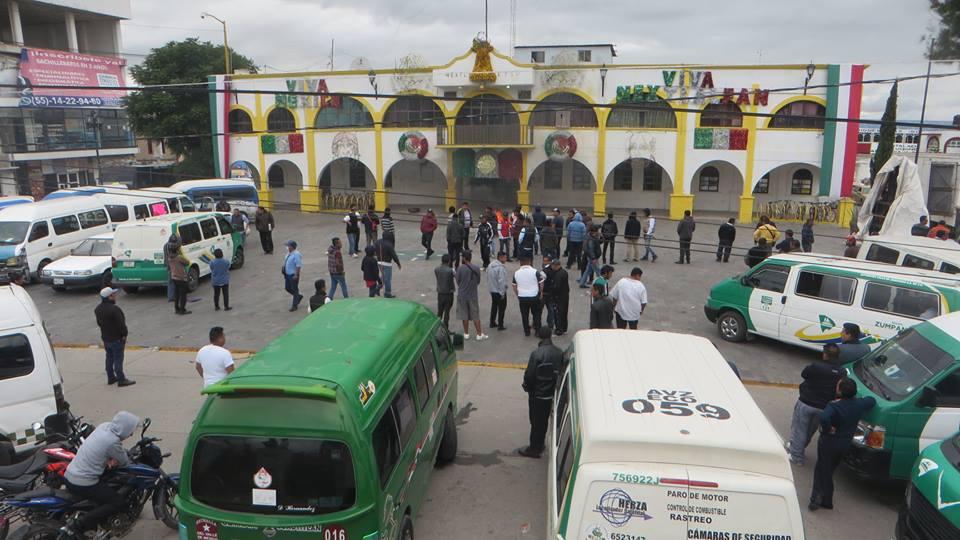 b28ef575e Transportistas mantienen protesta en Nextlalpan | Agencia MANL