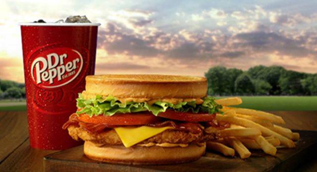 About Jack in the Box $5 Meal Steals TV Commercial, 'Devora' Jack presenta los Meal Steals de Jack in the Box. Por $5 dólares, podrás elegir entre un sándwich Sourdough Jack, un Spicy Chicken Sandwich o un Ultimate Cheeseburger que viene con