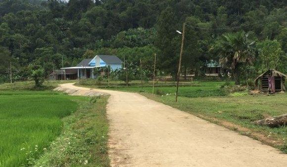 Con đường dẫn thẳng vào nhà ông Đinh Thanh Thơ, Chủ tịch xã Xuân Hóa