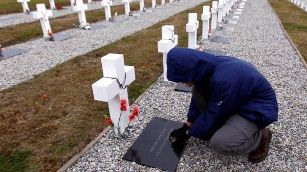 Familiares de argentinos irán a Malvinas a identificar tumbas