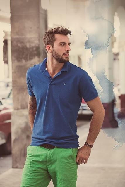 Look Masculino com Bermuda Verde e Polo Azul (1)