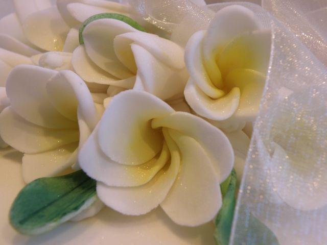 Frangipani-Blüten aus Zuckerpaste