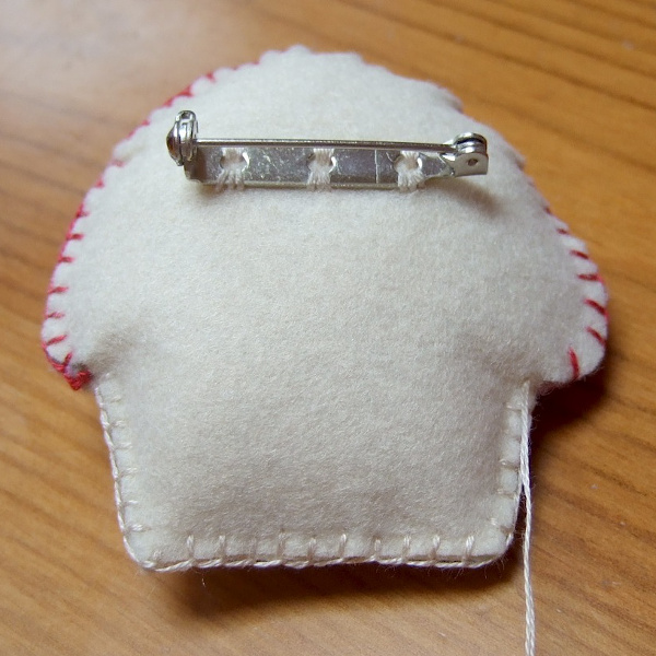 The reverse side of the homemade felt brooch pin design