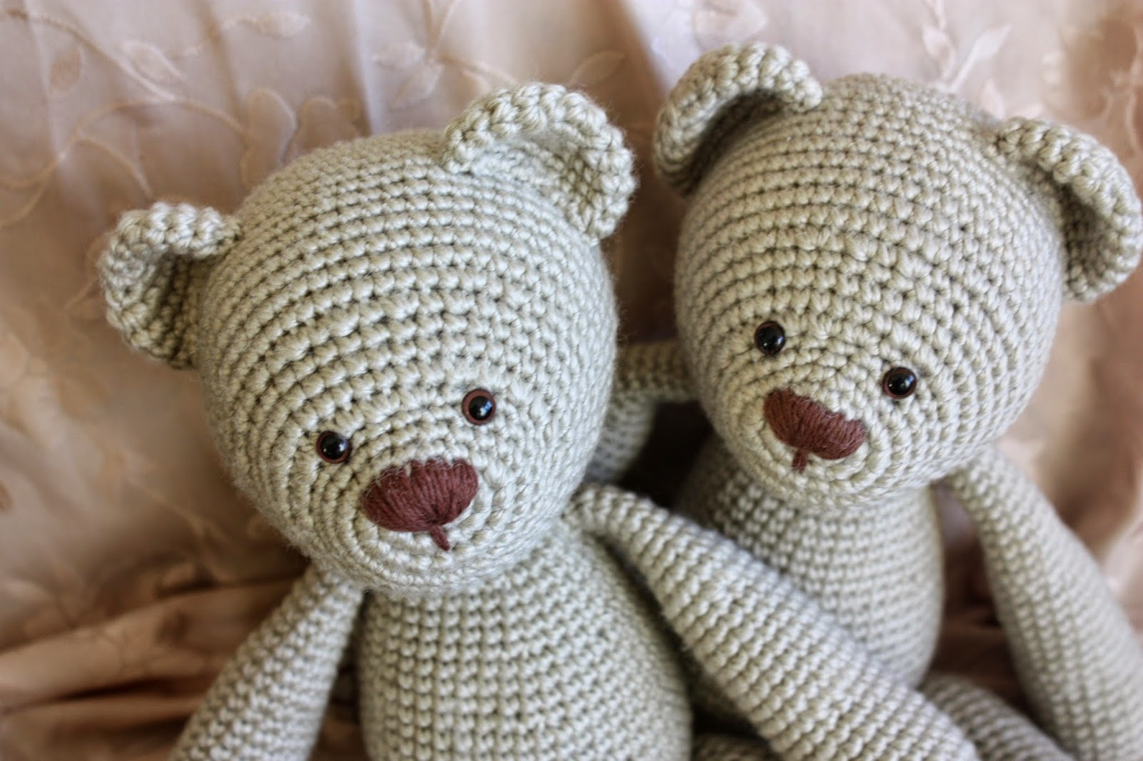 Crochet Pattern Amigurumi Bear : HAPPYAMIGURUMI: Amigurumi Teddy Bear Pattern