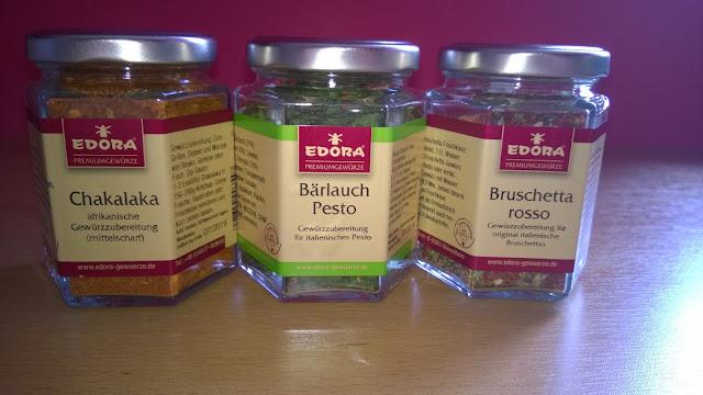Chakalaka Gewürz, Bärlauch Pesto, Bruschetta rosso im Glas.