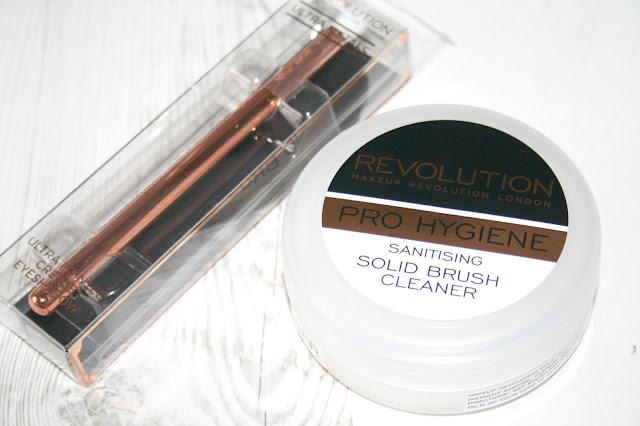 Makeup Revolution Pro Hygiene Sanitising Solid Brush Cleaner