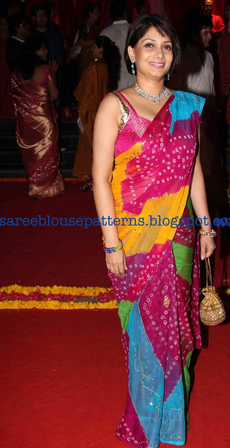 Bollywood Celebrity In Dual Color Bandhini Saree Saree Blouse Patterns