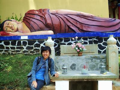 patung budha tidur di pagoda avalokitesvara