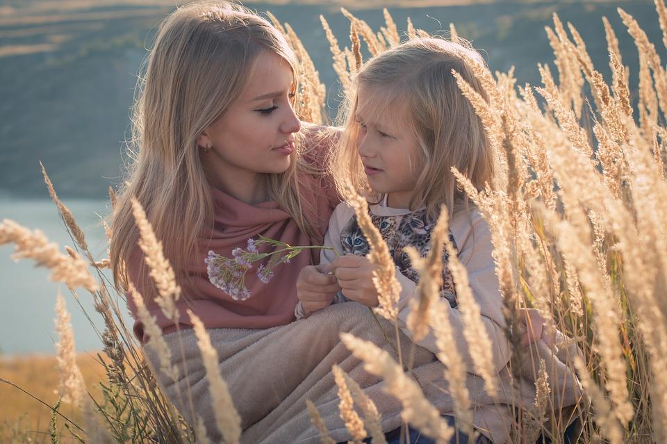 family-maternidade--mãe-e-filha-bebê-menina-mãe-maternidade-gravidez-gestação-filhos-blog-materno-esmalte-rosa-mãe e filha