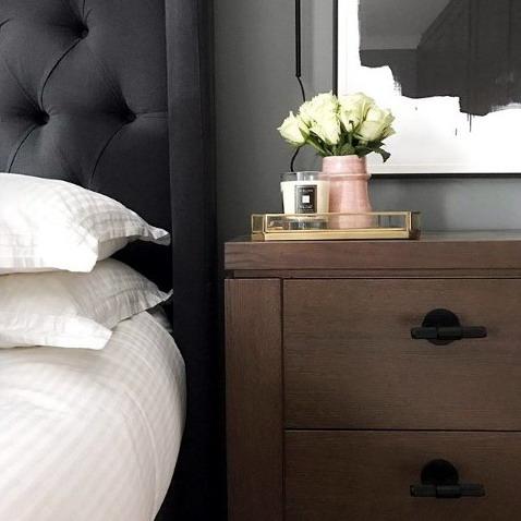 Efek warna kayu pada interior kamar tidur rumah minimalis