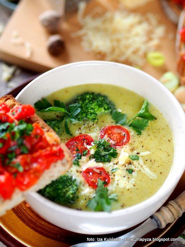 zupa krem, zupa z brokula i sera, ser zolty, domowy obiad, miska zupy