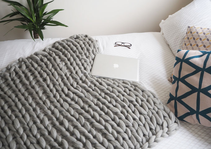 Arm Knitting Blanket For Beginners : Diy arm knitted cosy chunky blanket made up style