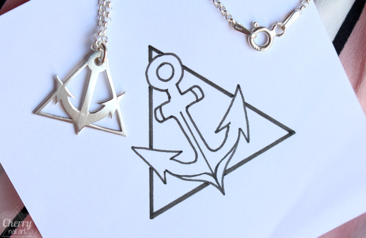 onecklace-collier-personnalisé-ancre-marine-triangle