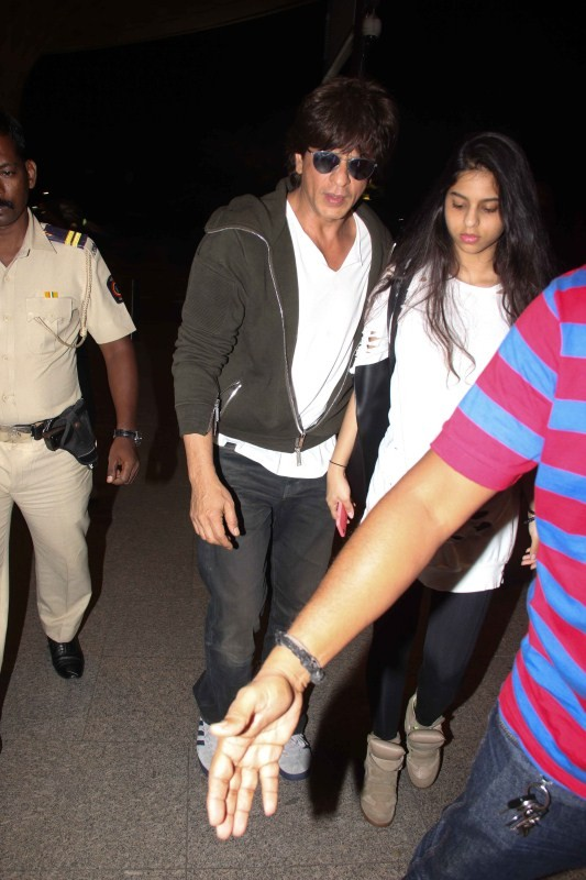 Shah Rukh Khan Spotted with Daughter Suhana at Airport