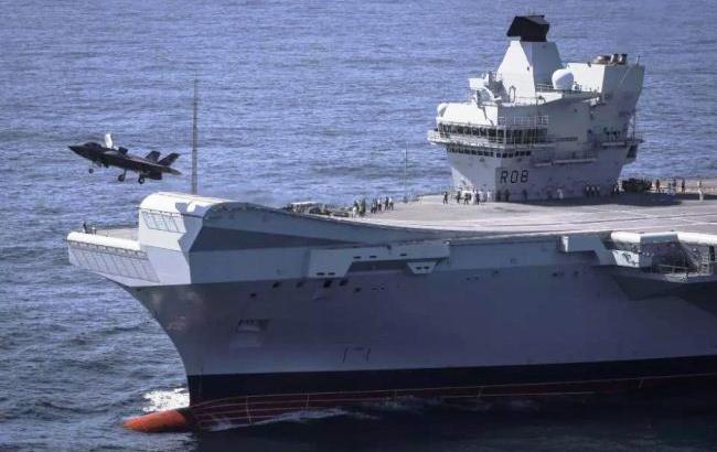F-35B lepas landas dari kapal induk Inggris HMS Queen Elizabeth