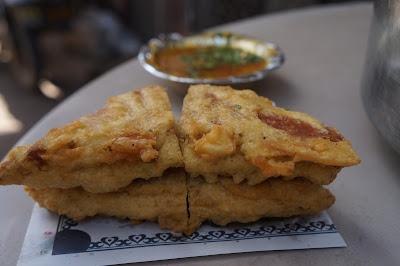 Gorengan, Roti dengan Isian Kari dan celupan kuah kari, Old Delhi