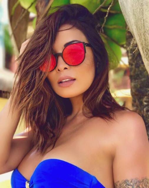 A atriz e apresentadora Carol curte férias em Fernando de Noronha