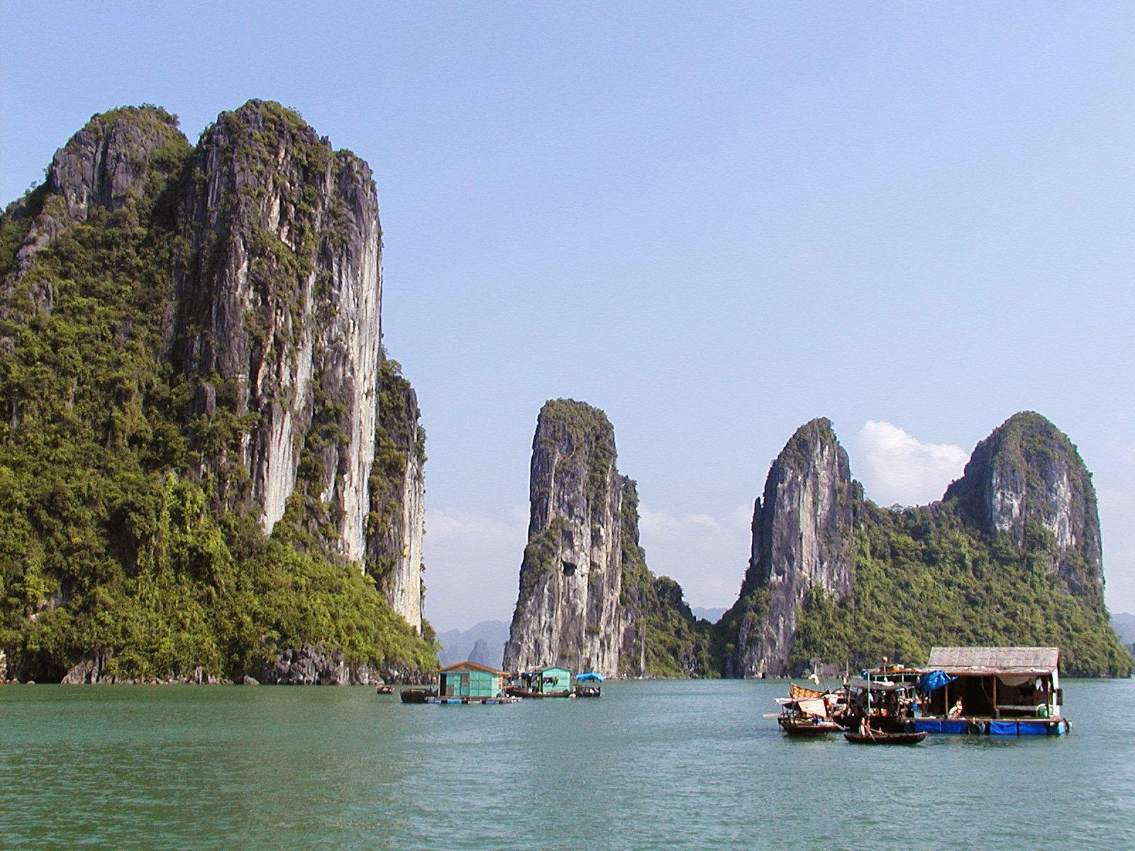 Halong bay, beautiful places in Vietnam through eyes of foreigners, new beautiful places to see in Vietnam