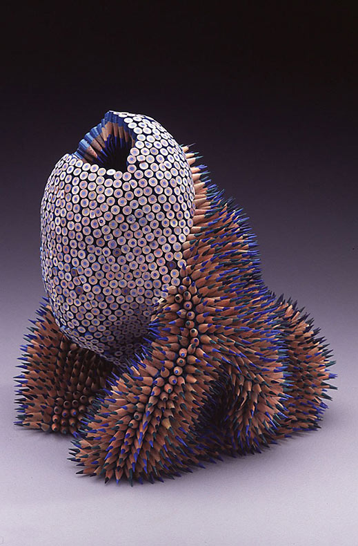Artista convierte lápices ordinarios en esculturas de otro mundo