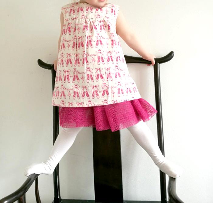 elastaaniton mekko tytölle