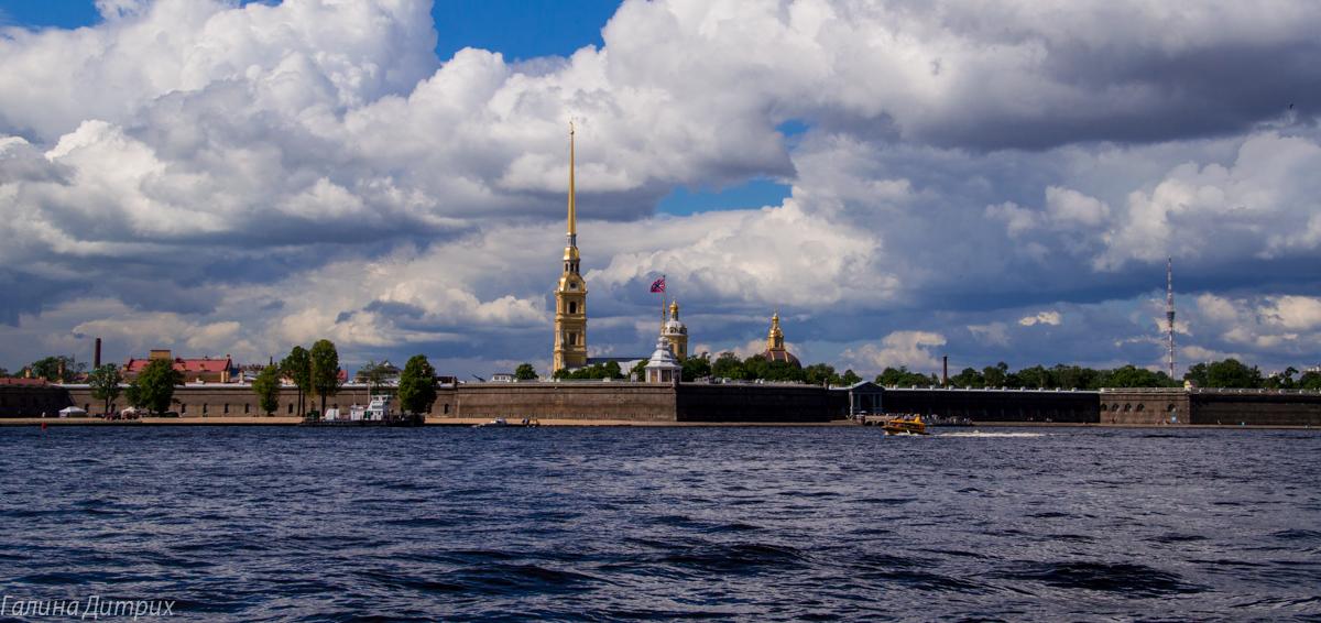 Петропавловская крепость с Дворцовой набережной фото