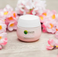 garnier sakura white serum cream