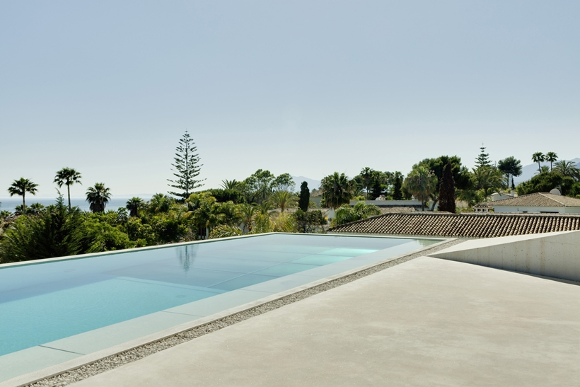 Swimming pool in the House with swimming pool by Wiel Arets Architects (WAA)