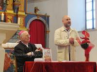 knjiga Poruke Božića i Uskrsa biskup Slobodan Štambuk Selca slike otok Brač Online