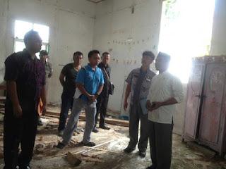 Bupati Sehan Salim Landjar saat melakukan Sidak di SD Cokroaminoto.