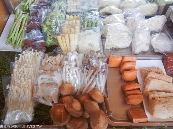 台中大里滷威廉嚴選蔬食滷味|大里素食美食,想加什麼食材自己搭