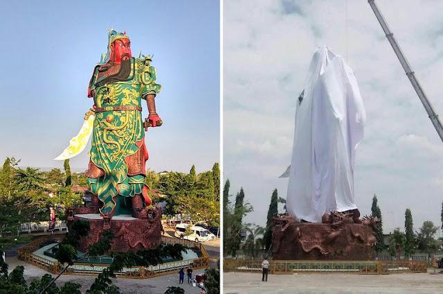 Patung Dewa Perang Sebelum Dan Sesudah Ditutupi Kain