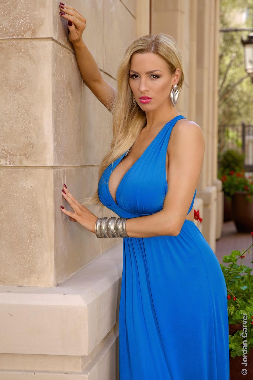 Jordan Carver Gorgeous Hot in Tropico - BIG BOOBS JORDAN