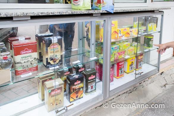 Çaykur satış mağazasında çay alışverişi, Rize