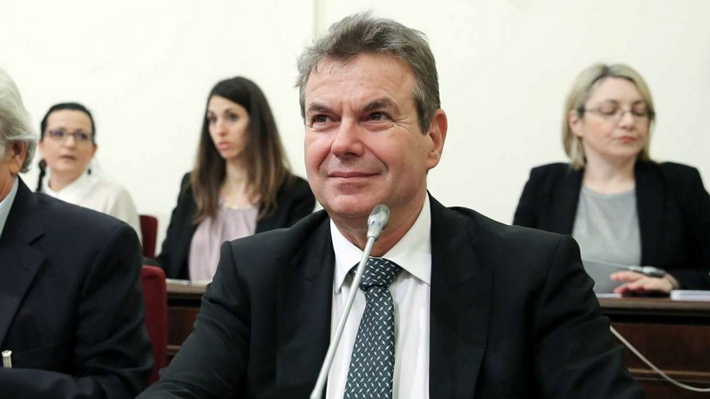 Πώς μπορεί και χαμογελά ο Τάσος Πετρόπουλος;
