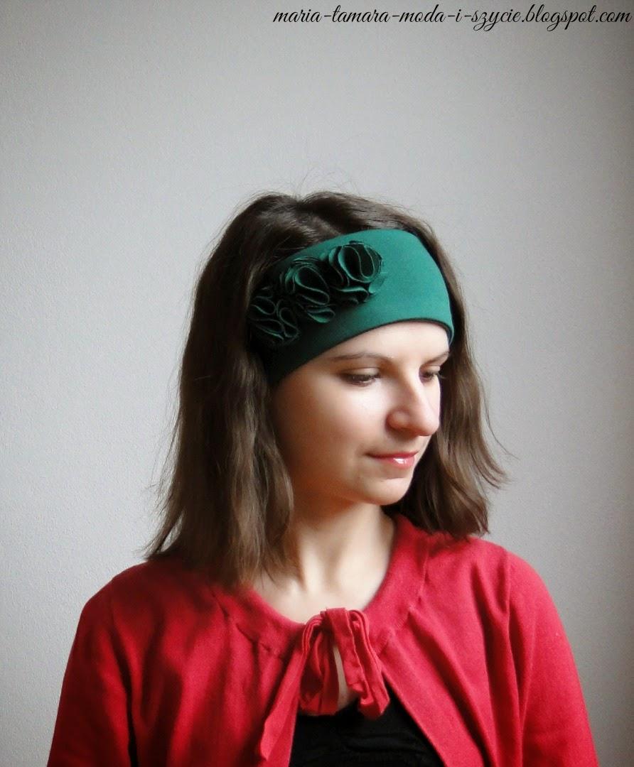 http://maria-tamara-moda-i-szycie.blogspot.com/2015/02/opaska-dzianinowa-z-kwiatami.html