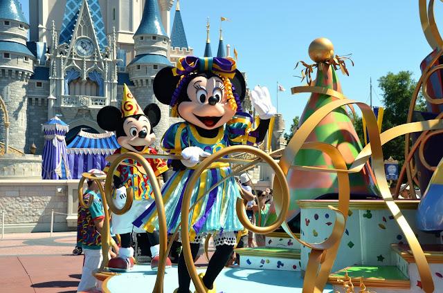 Magic-kingdom-Parede-por-ai-com-os-pires