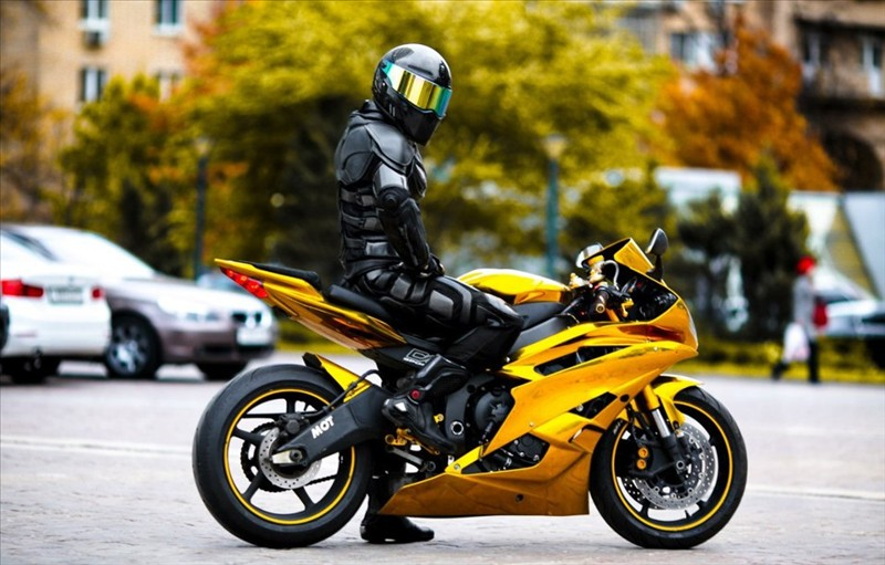 Sportbike Yamaha R6 Gold Chrome Batman 004